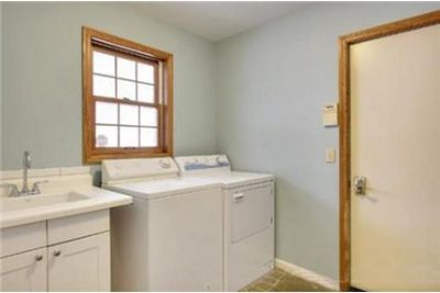 Lease Spacious 4+2.50. Approx 2,700 sf of Living Space. Washer/Dryer Hookups!
