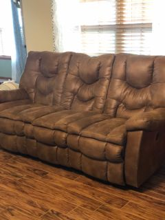 Like new couch w/2 power recliners
