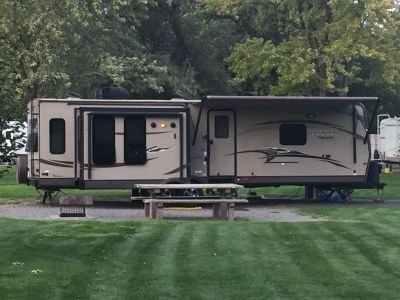 2014 Forest River ROCKWOOD SIGNATURE ULTRA LITE 8329SS