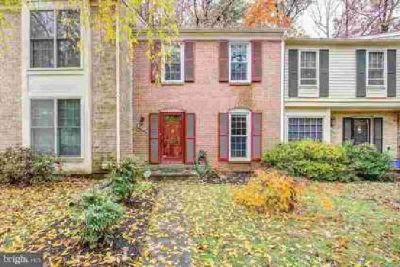 20226 Maple Leaf CT Gaithersburg Three BR, Spacious townhome in