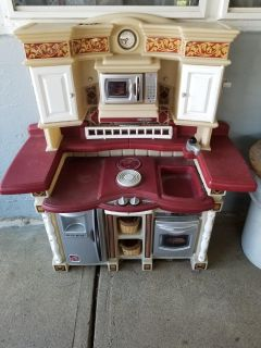 Kitchen Set good condition, missing play phone