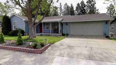 905 SW Alcora Pullman Four BR, come drive on this quiet street
