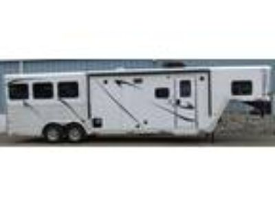 2019 Merhow 8311 Rear Kitchen W/Bar 3 horses