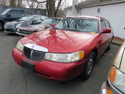 1998 Lincoln Town Car Signature (Red)
