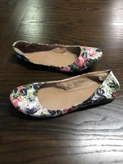 Women s Target Mossimo Floral Flats Sz. 10 Excellent Condition!