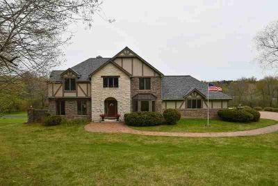 3664 Lakeview Rd Richfield Three BR, Your Luxury Estate with 31