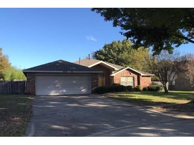 3 Bed 2.0 Bath Preforeclosure Property in Grand Prairie, TX 75052 - Kessler St