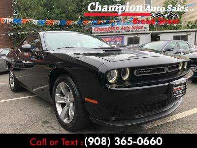 2018 Dodge Challenger SXT RWD (Pitch Black Clearcoat)