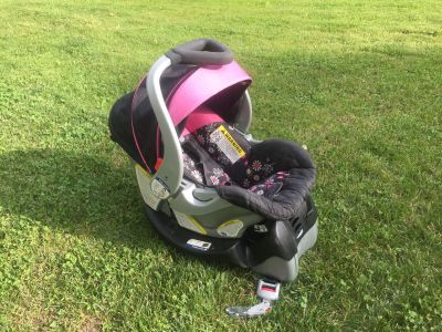 Baby Trend Car Seat w/Base, exp 2025, good condition, no accidents **READ PICK-UP DETAILS BELOW