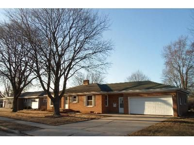 3 Bed 1 Bath Foreclosure Property in Waupun, WI 53963 - Visser Ave