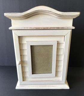 Standing, compartment, picture frame.