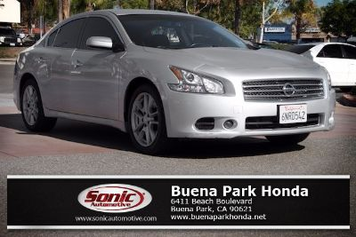 2010 Nissan Maxima 3.5 SV (Radiant Silver)