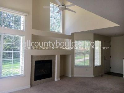 Sunny Three Level Townhouse in Longmont