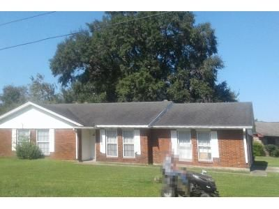 3 Bed 2.0 Bath Preforeclosure Property in Highlands, TX 77562 - E Houston St