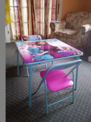 Frozen Childs Table & Chairs