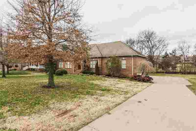128 Stonehouse Dr GALLATIN Three BR, Custom built one owner home