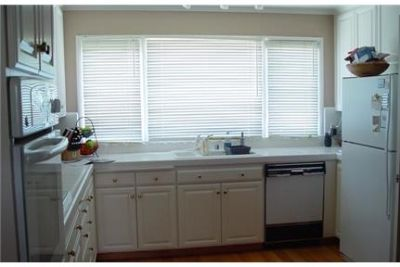 3 bedrooms House - Wonderful Woodside opportunity on a charming cul-de-sac. Washer/Dryer Hookups!