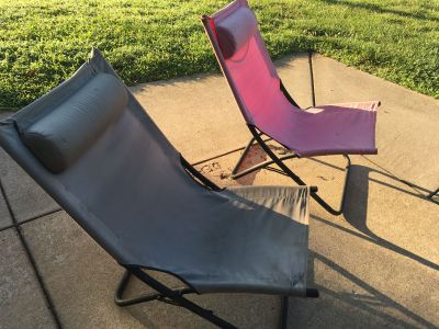 Set of 2 Comfy Folding Outdoor Chairs!