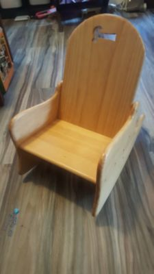 EXCELLENT CONDITION!!!Beautiful real solid wood rocking chair