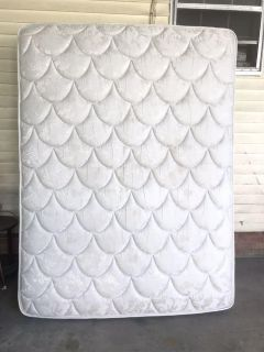 Sealy Queen mattress excellent condition