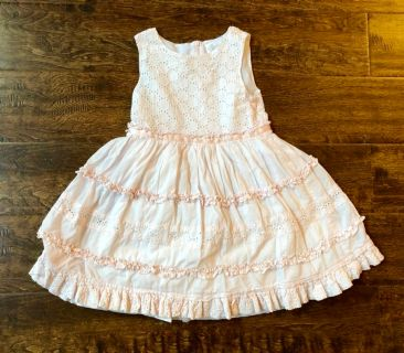 Heirlooms by Polly Flinders lined dress. Lots of body to skirt. Intricate detailing. Size 5. Excellent condition SFPF home