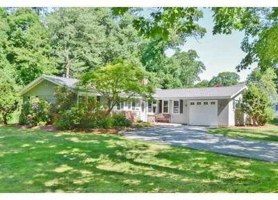 17 Ruthellen Rd. Chelmsford Three BR, This move-in-ready