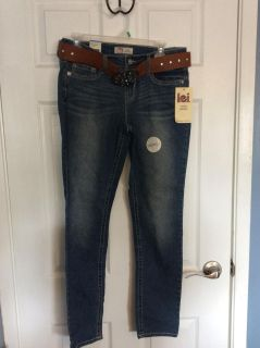 New with tags LEI skinny jeans with belt - size 9R