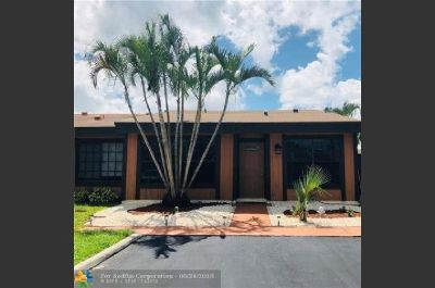Desirable 2/2 corner unit that offers a loft and a pool.