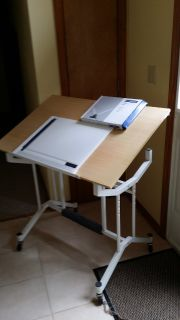 Tilting drafting table with drafting board and drafting head