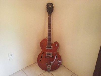 $1,500 Gretch Chet Atkins Tennessean Guitar