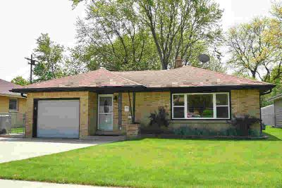 6125 W Eden Pl Milwaukee Three BR, Fantastic all brick Ranch with