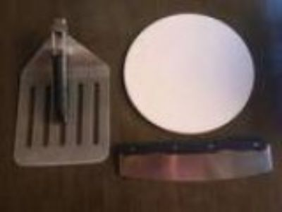 BBQ pizza st plate spatula and cutter