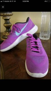 Girl s Nike, Size 5.5 Youth/Women s Size 7