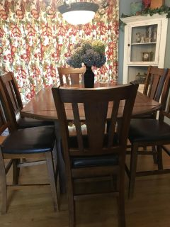 Pub height dining room and 6 chairs