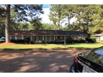 1.0 Bath Preforeclosure Property in Magee, MS 39111 - Elm Ave NW
