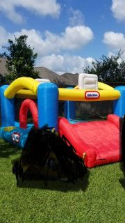 Little Tikes Jump, 2 basket, and Slide Bouncer (bouncy house). pick up richwood. No holds.