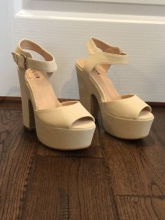 Womens off white suede platform shoe