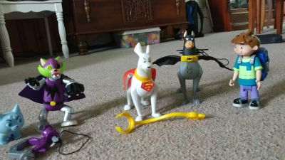 Kyrpto the Superdog Set. $5. Batteries not included. Needs button size.