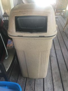 Commercial grade trash can