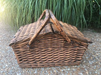 Awesome wicker picnic basket