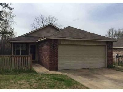 3 Bed 2 Bath Foreclosure Property in Coweta, OK 74429 - N Bristow Ave