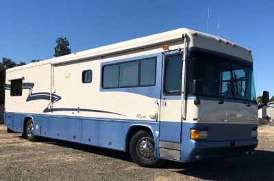 By Owner! 1998 40 ft. Country Coach Diesel Pusher w/slide