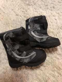 Size 9 snow boots