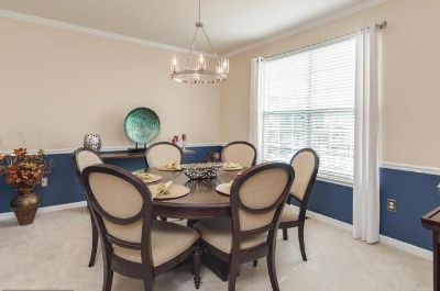 New Dining room table with 6 chairs solid wood beautiful