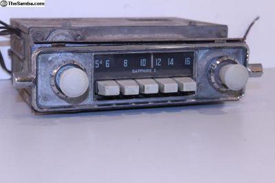 Sapphire I Gray Knob AM 6V Radio