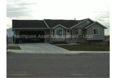 Bright Springville, 5 bedroom, 2 bath for rent. Washer/Dryer Hookups!
