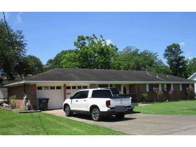 4 Bed 2 Bath Foreclosure Property in Port Neches, TX 77651 - Victor Dr