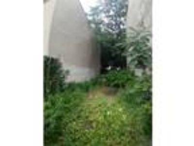 Land For Sale - 15 minutes to Manhattan - 20 X 100 ft - Between Bedford &