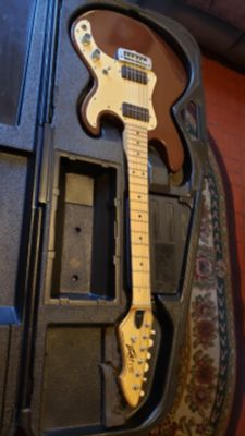 PEAVEY T-15 GUITAR VINTAGE 1980'S IN BROWN COLOR