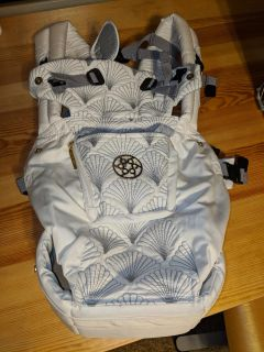 EXCELLENT CONDITION Lillebaby Complete Embossed Brilliance Carrier